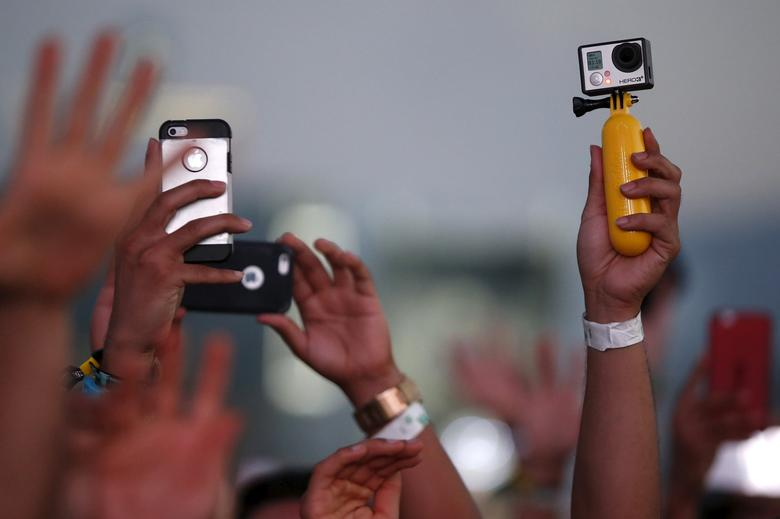 FILE PHOTO: Fans record DJ Kaskade with iPhones and a GoPro camera at the Coachella Valley Music and Arts Festival in Indio, California April 12, 2015. REUTERS/Lucy Nicholson/File Photo