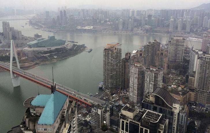 资料图片:2016年1月,重庆,长江和嘉陵江在这里交汇。REUTERS/Sue-Ling Wong