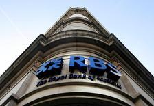Royal Bank of Scotland (RBS) a fait état vendredi d'un bénéfice supérieur aux attentes au premier trimestre à 259 millions de livres (307,3 millions d'euros), son premier profit trimestriel depuis septembre 2015. /Photo d'archives/REUTERS/Luke MacGregor