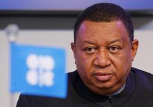 Мухаммед Баркиндо/ Организация крупнейших нефтеэкспортёров ОПЕК хочет дальше снижать мировые запасы сырья и работает над тем, чтобы договориться на встрече в мае, сказал в четверг генеральный секретарь картеля Мухаммед Баркиндо. REUTERS/Heinz-Peter Bader