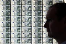 La hausse des prix dans la zone euro pourrait accélérer plus rapidement que prévu précédemment mais la croissance de l'inflation sous-jacente va pour sa part se redresser plus lentement, selon une étude de la Banque centrale européenne auprès de prévisionnistes. /Photo prise le 24 avril 2017/REUTERS/Clodagh Kilcoyne