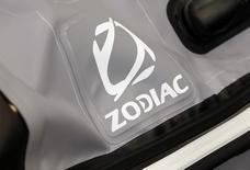 """Zodiac Aerospace a annoncé vendredi le départ prochain du président du directoire Olivier Zarrouati et l'arrivée de l'ex-PDG de l'équipementier automobile Faurecia comme conseiller spécial, après un nouveau """"profit warning"""" un mois et demi à peine après le précédent. /Photo d'archives/REUTERS/Régis Duvignau"""