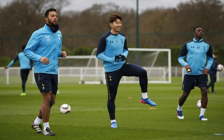 Britain Soccer Football - Tottenham Hotspur Training - Tottenham Hotspur Training Ground - 22/2/17 Tottenham's Mousa Dembele, Son Heung-min and Victor Wanyama during training Action Images via Reuters / Paul Childs Livepic