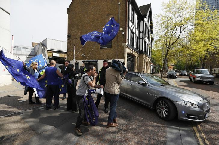 Pro-European Union demonstrators wave flags as Britain's Prime Minister Theresa May leaves ITV's studios, in London, April 30, 2017. REUTERS/Peter Nicholls