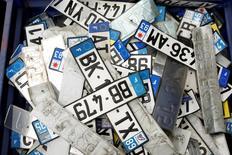 Les immatriculations de voitures neuves en France ont reculé de 6% en avril en données brutes par rapport au même mois de 2016. /Photo prise le 9 mars 2017/REUTERS/Benoit Tessier