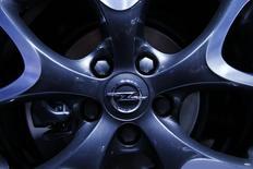 Opel, vendu par General Motors à PSA Group, intégrera des technologies du groupe français dans la prochaine génération de sa Corsa, son modèle le plus vendu. /Photo prise le 7 mars 2017/REUTERS/Denis Balibouse