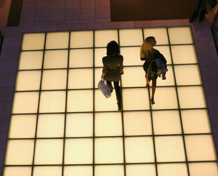 Women walk through a shopping mall in San Francisco, California January 5, 2012. REUTERS/Robert Galbraith/File Photo