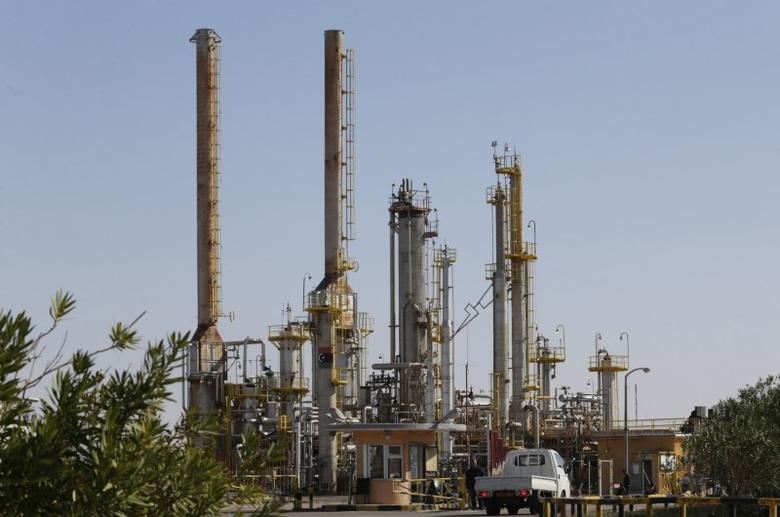FILE PHOTO: Pipelines are seen at the industrial zone at the oil port of Brega, Libya, January 12, 2017.  REUTERS/Esam Omran Al-Fetori