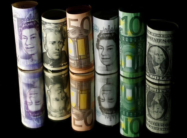 2017年4月28日,图为美元、欧元、英镑纸币。REUTERS/Dado Ruvic