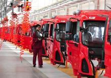 L'activité manufacturière a ralenti en avril, la croissance du secteur s'établissant à un plus bas de sept mois. /Photo prise le 17 avril 2017/REUTERS/China Daily
