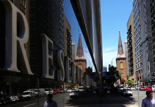 5月2日、オーストラリア準備銀行(RBA、中央銀行)が、政策理事会後に発表した声明は以下の通り。写真はオーストラリア準備銀行シドニー本店。2月撮影(2017年 ロイター/Steven Saphore)