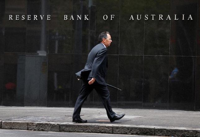 5月2日、オーストラリア準備銀行(RBA、中央銀行)は、政策金利のオフィシャルキャッシュレートを過去最低の1.50%に据え置くことを決定した。写真はシドニーで2014年2月撮影(2017年 ロイター/Jason Reed)
