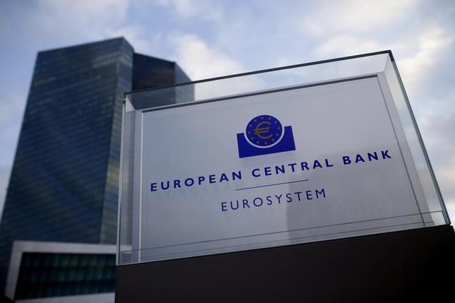 5月2日、欧州中央銀行(ECB)銀行監督委員会のダニエル・ヌイ委員長は、新銀行自己資本比率規制「バーゼルIII」をめぐり、銀行に求められる自己資本の下限について「できるだけ早く」合意する必要があると訴えた。写真はECB。フランクフルトで2015年12月撮影(2017年 ロイター/Ralph Orlowski)