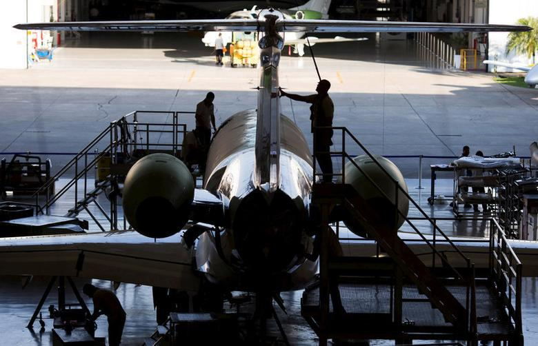 FILE PHOTO: Employees work on a new jet Embraer Legacy 500 in Sao Jose dos Campos, Brazil, September 23, 2015. REUTERS/Roosevelt Cassio/File Photo