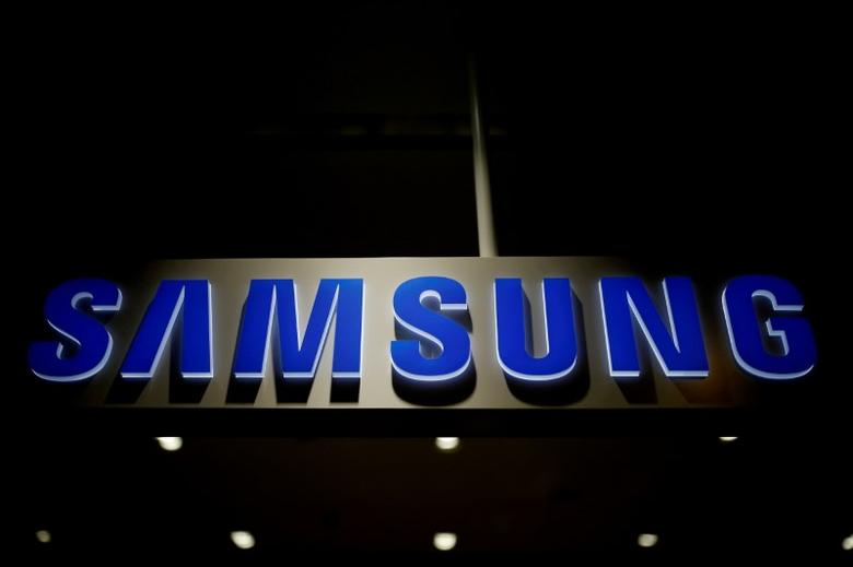 FILE PHOTO: The logo of Samsung Electronics is seen in Seoul, South Korea, July 4, 2016. REUTERS/Kim Hong-Ji/File Photo