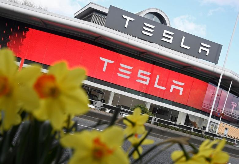 A Tesla car showroom is seen in west London, Britain, March 21, 2017.  REUTERS/Toby Melville/Files