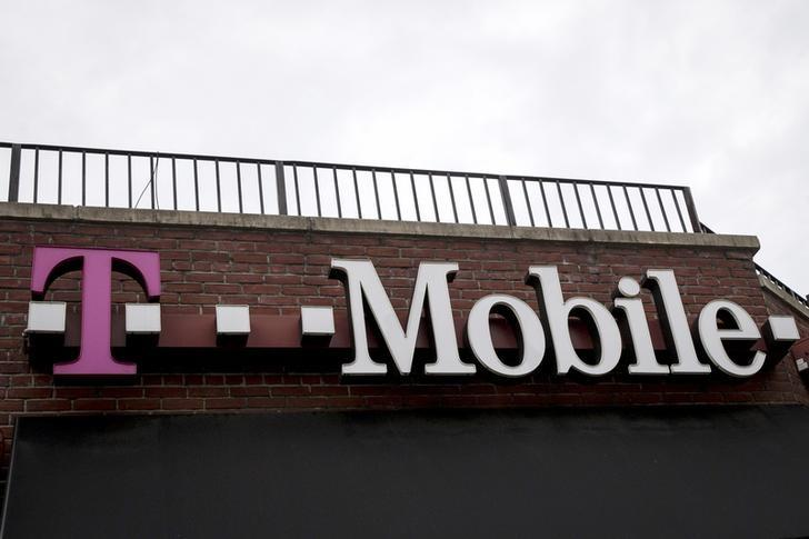 A T-Mobile store sign is seen in the Brooklyn borough of New York June 4, 2015. REUTERS/Brendan McDermid/Files
