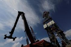 Глубоководная нефтяная платформа Centenario в Мексиканском заливе. Цены нанефтьрастеряли внутридневной рост и снизились на вечерних торгах вторника, несмотря на сокращение добычи ОПЕК и Россией.   REUTERS/Henry Romero