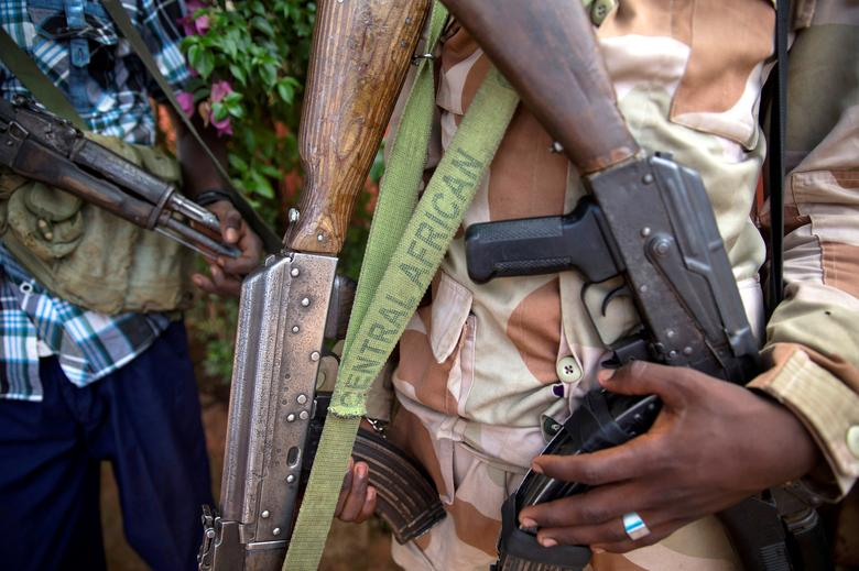 FILE PHOTO:  An armed fighter belonging to the 3R armed militia displays his weapon in the town of Koui, Central African Republic, April 27, 2017.  REUTERS/Baz Ratner/File Photo