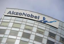Le conseil de surveillance d'Akzo Nobel doit se réunir mardi pour débattre de la marche à suivre après que le fabricant néerlandais de peintures et de revêtements a jugé insuffisante la dernière offre de PPG Industries. /Photo d'archives/REUTERS/Robin van Lonkhuijsen