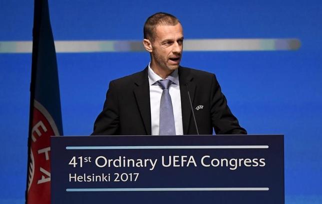 5月2日、サッカーの欧州選手権(ユーロ)2024年大会の招致に乗り出しているドイツとトルコに対して、欧州サッカー連盟(UEFA)は最重要課題が人権と労働者の権利の保護であると通達し、アレクサンデル・チェフェリン会長(写真)も声明を発した。4月撮影(2017年 ロイター/Lehtikuva/Markku Ulander)