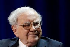 Warren Buffett, chairman and CEO of Berkshire Hathaway, smiles before speaking with Bill Gates (not pictured), at Columbia University in New York, U.S., January 27, 2017. REUTERS/Shannon Stapleton - RTSXPMW