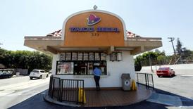FILE PHOTO: A Taco Bell fast food restaurant, which is owned by Yum Brands Inc, is pictured ahead of their company results in Pasadena, California, U.S., July 11, 2016.   REUTERS/Mario Anzuoni