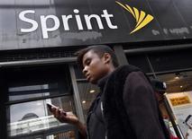 Sprint a réduit sa perte et engrangé des abonnés mensualisés au premier trimestre 2017. /Photo d'archives/REUTERS/Brendan McDermid