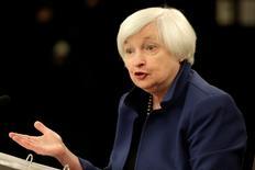 La Réserve fédérale a laissé sa politique monétaire inchangée mercredi et a minimisé le ralentissement de la croissance économique américaine au premier trimestre. /Photo pirse le 15 mars 2017/REUTERS/Yuri Gripas