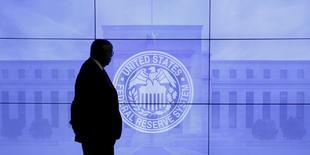 Logo do Federal Reserve em Washington, D.C., nos Estados Unidos 16/03/2016 REUTERS/Kevin Lamarque/File Photo