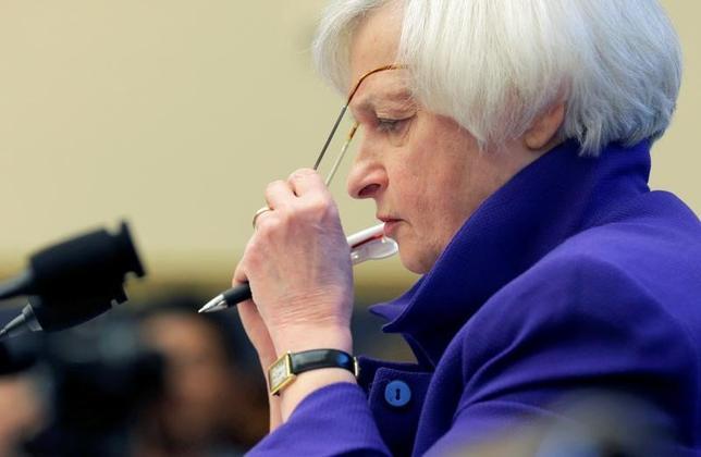 5月3日、米FOMCは金利据え置きを決めた。写真はFRBのイエレン議長。ワシントンで昨年9月撮影(2017年 ロイター/Joshua Roberts)