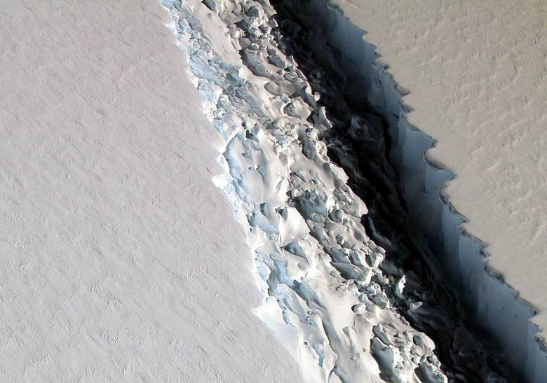 An oblique view of a massive rift in the Antarcitc Peninsula's Larsen C ice shelf is shown in this November 10, 2016 photo taken by scientists on NASA's IceBridge mission in Antarctica.  Courtesy John Sonntag/NASA/Handout via REUTERS