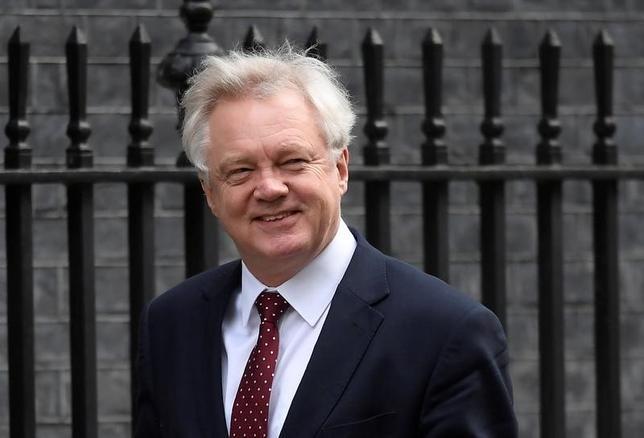 5月3日、英国のデービス欧州連合(EU)離脱(ブレグジット)担当相は、離脱に伴いEUに1000億ユーロを支払うことはないとの考えを示した。3月7日撮影(2017年 ロイター/Toby Melville)