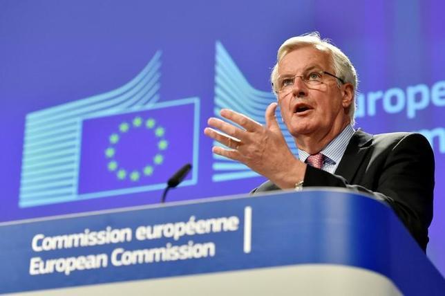 5月3日、英国の欧州連合(EU)離脱(ブレグジット)交渉でEU側の責任者を務める欧州委員会のバルニエ首席交渉官は、離脱に伴う費用の算出方法について11月までに英国と合意できることを望むとの考えを示した(2017年 ロイター/Eric Vidal)