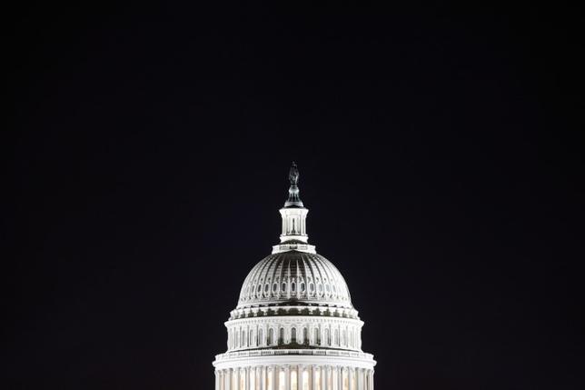 5月3日、米議会下院は2017会計年度末(9月末)までの資金を手当てする1兆2000億ドル規模の予算案を承認した。写真は米議会議事堂、2013年撮影(2017年 ロイター/Jonathan Ernst)
