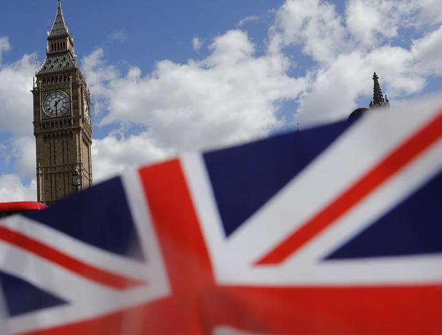 5月3日、欧州連合(EU)欧州委員会のゼルマイヤ首席補佐官は、政治専門サイト「ポリティコ」のインタビューで、英国のEU離脱は成功することはないとした上で、「現実的な方法で」対処できると語った。写真はイギリス国旗、4月ロンドンで撮影(2017年 ロイター/Stefan Wermuth)