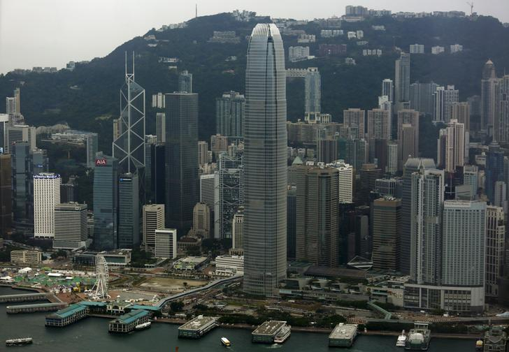 资料图片:2015年7月,香港中环金融区。REUTERS/Bobby Yip