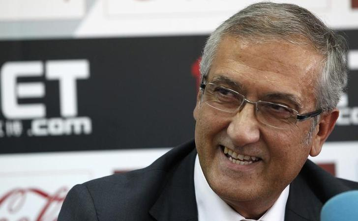 Former New Sevilla coach Gregorio Manzano laughs during a news conference in Seville September 27, 2010. .  REUTERS/Javier Barbancho/Files