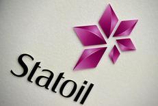 La compagnie pétrolière norvégienne Statoil a publié jeudi des résultats au titre du premier trimestre sensiblement meilleurs qu'attendu, à la faveur d'une hausse des prix du pétrole et de sa production. /Photo d'archives/REUTERS/Toby Melville