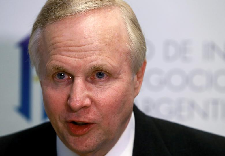FILE PHOTO: Bob Dudley, CEO of BP, speaks during an interview at the Argentina Business and Investment Forum 2016, in Buenos Aires, Argentina, September 14, 2016.   REUTERS/Enrique Marcarian/File Photo