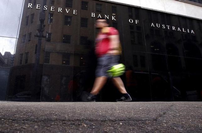 5月5日、豪準備銀行は金融政策報告で、今後2年間の経済成長に対し楽観的な見方を示し、追加利下げを考慮していないことを示唆した。豪中銀、昨年3月撮影(2017年 ロイター/David Gray)