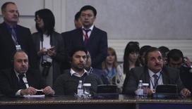 Представители вооруженной сирийской оппозиции на переговорах в Астане 4 мая 2017 года. Сирийская вооружённая оппозиция в четверг отвергла план России создать безопасные зоны в Сирии, назвав его угрозой территориальной целостности страны, и отказалась признать Иран гарантом перемирия.  REUTERS/Mukhtar Kholdorbekov