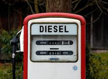 FILE PHOTO: A diesel pump is seen at a privately operated fuel station in Gasse near Lake Tegernsee, January 9, 2015.  REUTERS/Michael Dalder/File Photo