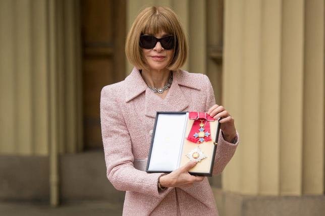 Anna Wintour, Editor-in-Chief of American Vogue and Artistic Director Dame, poses after receiving her Dame Commander from Britain's Queen Elizabeth at an Investiture ceremony at Buckingham Palace, London May 5, 2017. REUTERS/Dominic Lipinski/Pool
