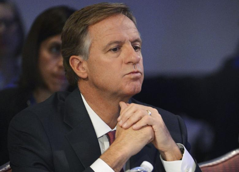 Tennessee Republican Governor Bill Haslam listens during the National Governors Association Winter Meeting in Washington, February 22, 2014. REUTERS/Mike Theiler/File Photo