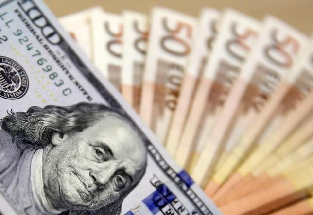 5月8日、午後3時のドル/円は、前週末ニューヨーク市場午後5時時点と比べ、わずかにドル高/円安の112円後半だった。写真はボスニア・ヘルツェゴビナのサラエボで、2015年3月撮影(2017年 ロイター/Dado Ruvic)
