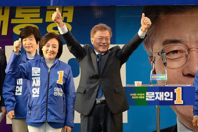 South Korea's Presidential candidate Moon Jae-in from Democratic Party attends an election campaign rally in Seoul, South Korea, April 17, 2017.  Park Se-yeon/News1 via REUTERS