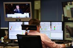 Les Bourses européennes reculent légèrement lundi en début de séance. Vers 07h50 GMT, le CAC 40 cède 0,63%, le Dax cède 0,09% et le FTSE est quasiment inchangé. /Photo prise le 8 mai 2017/REUTERS/Kai Pfaffenbach