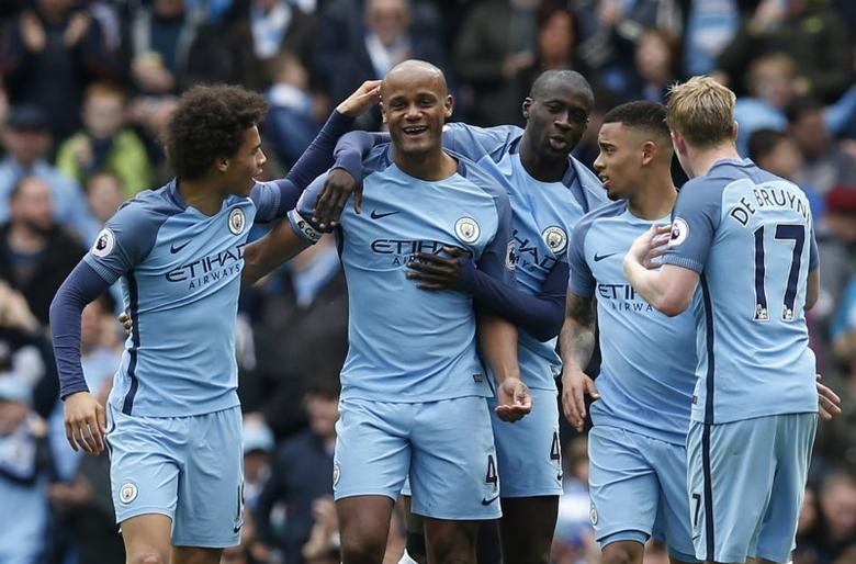 Britain Soccer Football - Manchester City v Crystal Palace - Premier League - Etihad Stadium - 6/5/17 Manchester City's Vincent Kompany celebrates scoring their second goal with team mates  Reuters / Andrew Yates Livepic