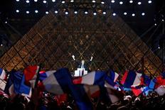 Bank of America Merrill Lynch (BofA-ML) a relevé lundi ses prévisions de croissance économique pour la France après la victoire d'Emmanuel Macron à l'élection présidentielle. La banque d'investissement américaine table désormais sur une progression de 1,3% du PIB. /Photo prise le 7 mai 2017/REUTERS/Christian Hartmann